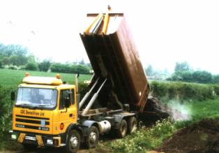 Photo RollOnRollOff lorry emptying a container
